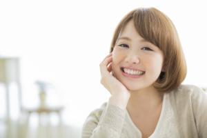 唾液に含まれる成長ホルモンで肌の新陳代謝を促進!