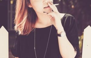 煙草は女性ホルモンの分泌を抑制するので毛深くなるかも