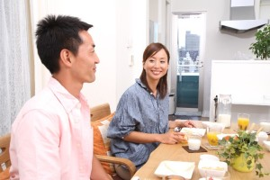 87f269f41917762ce6a7978542807023_s 食事 夫婦 eating couple テーブル