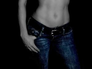 woman-1231063_640 女性 ウエスト へそ 腹筋 腰 筋肉