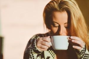 woman-601568_640 女性 飲む コーヒー 珈琲