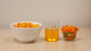 calendula-officinalis-1695980_640